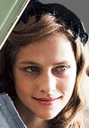 Teresa Palmer as Dorothy Doss