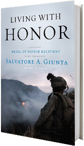 Living with Honor: A Memoir book Sal Giunta